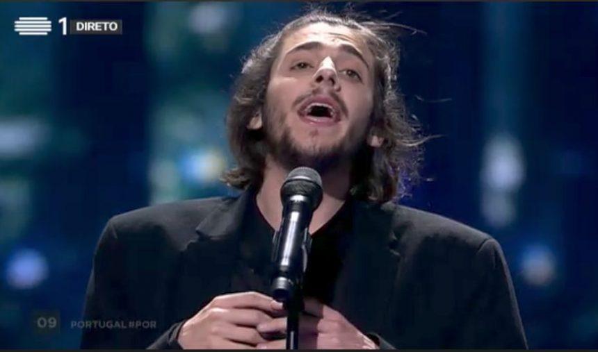 Salvador Sobral enche o palco do Festival Eurovisão 2017