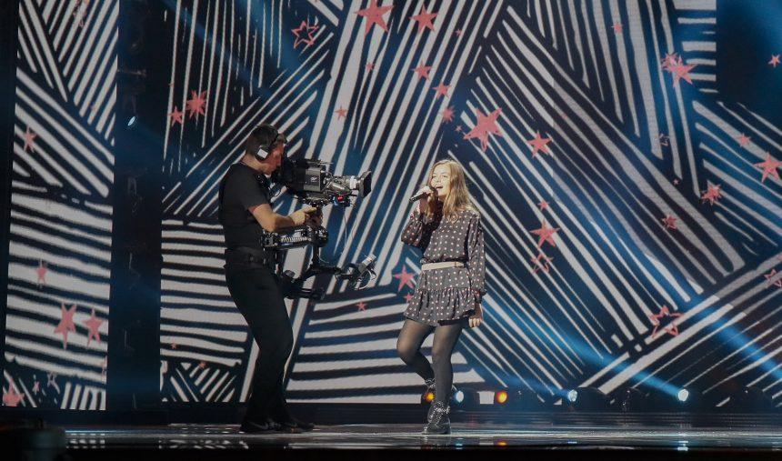 #JESC2018: Rita Laranjeira ensaia pela primeira vez em Minsk | RTP