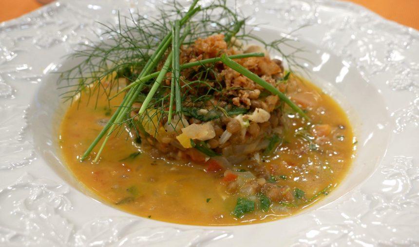 Estufado de lentilhas com queijo de cabra e rúcula - Culinária