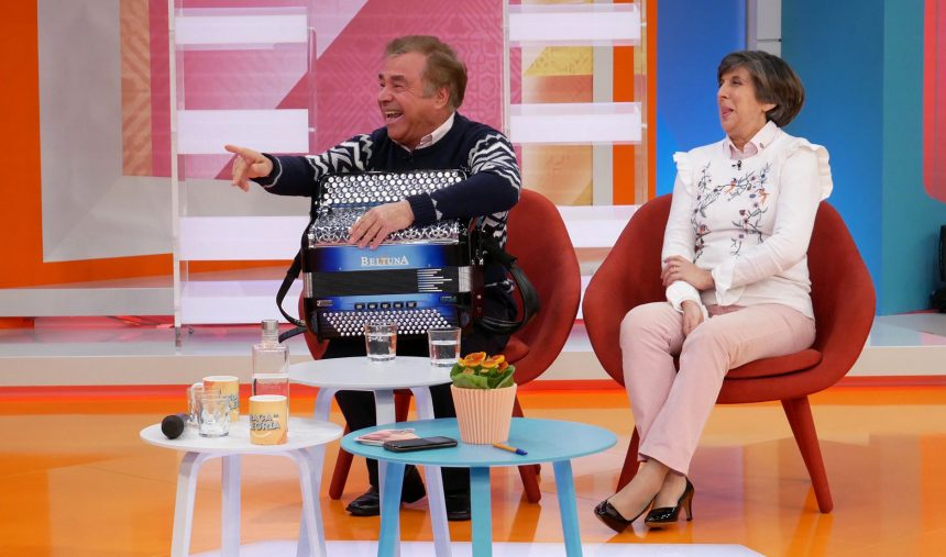 Acordeonista Tino Costa faz retrospetiva de 50 anos de carreira