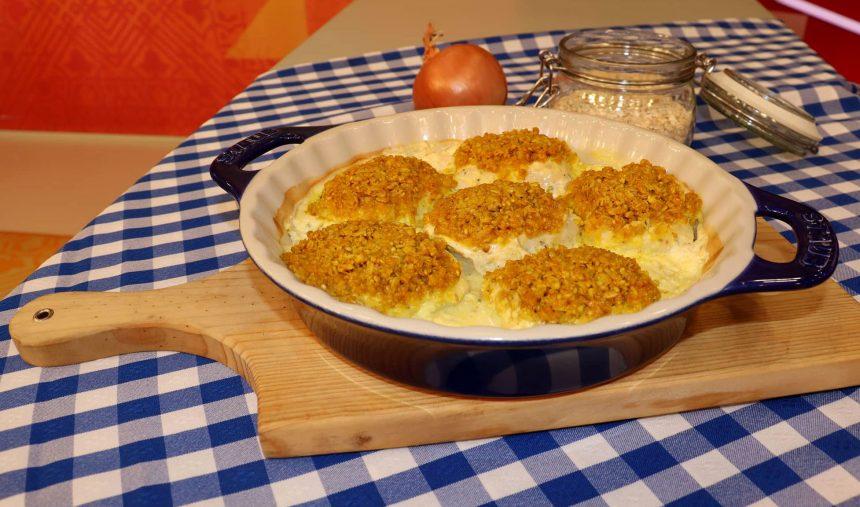 Medalhões de pescada com crosta de aveia e molho de iogurte