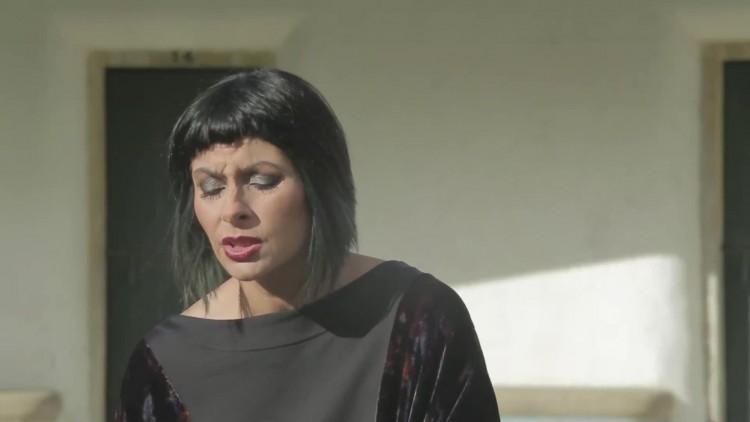 Viviane canta-nos a sua versão das lágrimas de Charlotte